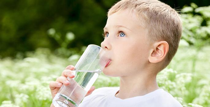 Ребенок пьет мало воды
