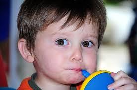 Ребенок пьет много воды: причины