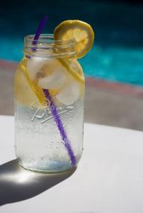 Вода для детей с месяца – миф или реальность?