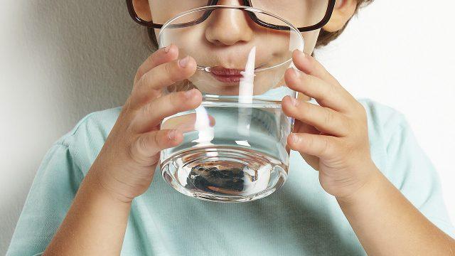 Почему дистиллированную воду нельзя пить